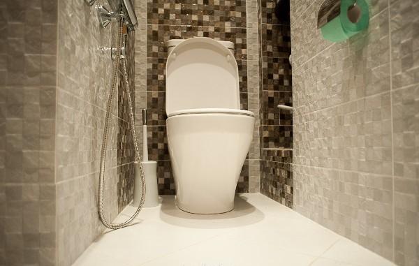Укладка плитки в туалете в СПб